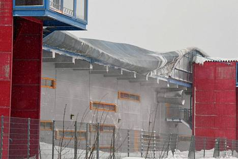 Esport Arenan kuplahallin katto sortui lumen painosta Espoossa.