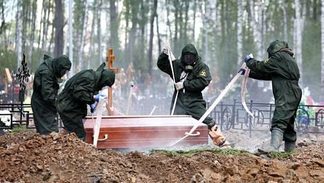 Venäjällä koronavirus on aiheuttanut enemmän kuolemia kuin viralliset tilastot antavat ymmärtää, New York Times kertoo.
