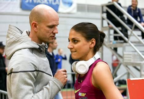 Valmentaja Jussi Ihamäki ymmärsi alkaa ihmettelemään Nooralotta Nezirin haamutulosta.