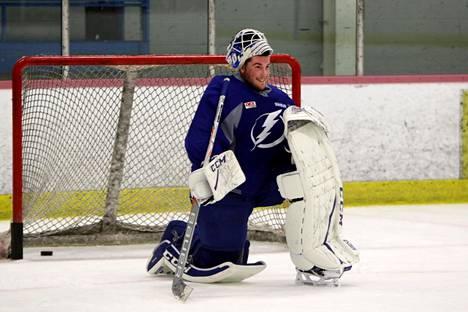 Björklövenin maalia Ruotsia kuohuttavassa ottelussa vartioinut Connor Ingram, 23, on NHL-seura Tampa Bay Lightningin varaus vuodelta 2016. Kesällä 2017 Ingram osallistui seuran nuorten pelaajien harjoitusleirille.