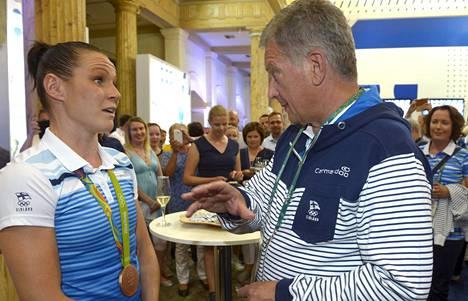 Mira Potkonen (vas.) ja Sauli Niinistö
