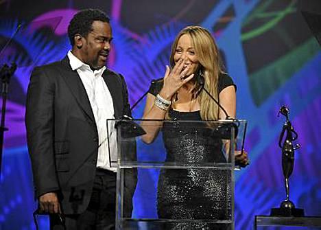 Mariah Carey oli ilmeisesti ottanut hieman liikaa ennen palkintopuhettaan. Ohjaaja Lee Daniels katseli touhua hämmentyneenä vierestä.