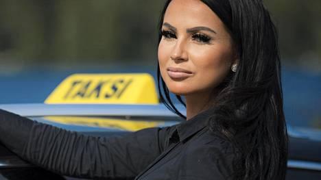 Kati lopettaa taksityöt Kajaanissa ja muuttaa etelään opiskelemaan.