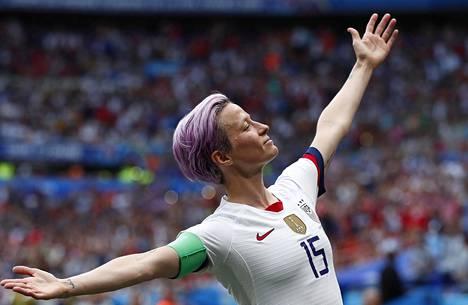 Megan Rapinoe palkittiin parhaana naisjalkapalloilijana.