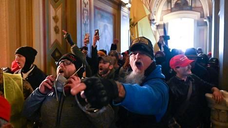 Useat kymmenet Donald Trumpin kannattajat valtasivat kongressitalon Washingtonissa 6. tammikuuta.