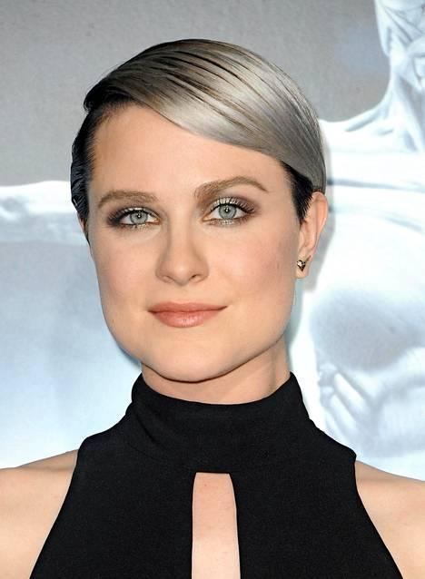 Wood osallistui syyskuussa HBO:n sci-fi sarja Westworldin ennakkonäytökseen, sillä hän näyttelee sarjassa pääosaa.