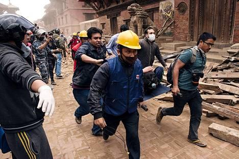 Pelastustyöt jatkuivat Nepalissa koko viikonlopun.
