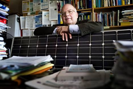 Energiaprofessori Peter Lund varoittaa veroruoskan varomattomasta käytöstä.