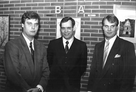 Rinteen veljekset isänsä Juhani Rinteen (keskellä) 50-vuotisjuhlissa Lohjan Laurentius-salissa. Poliitikkoperheen isä Juhani työskenteli Lohjan kaupunginjohtajana.