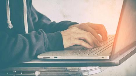 Suurin osa verkkorikoksista on nuorten miesten tekemiä.