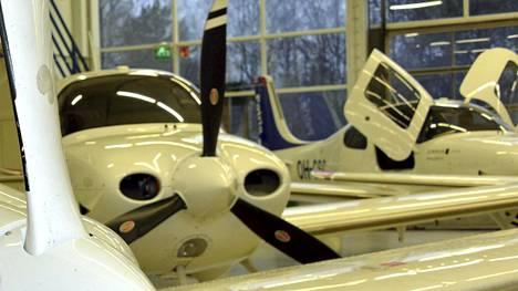 Patria peruselee lentäjäkoulutuksen aloittamista Espanjassa hyvällä lentosäällä.