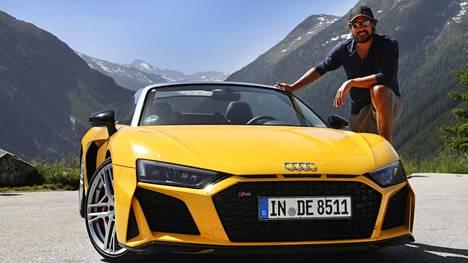 Teemu Selänne ja Audi R8 V10 kesällä 2019 Itävallan maisemissa.