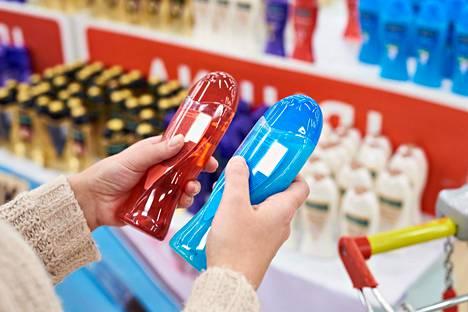 Kampaaja voi neuvoa, millaiset tuotteet sopivat omaan hiuslaatuun ja -pohjaan.