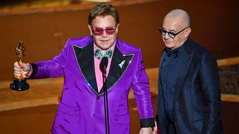 Elton John ja Bernie Taupin hakivat Oscarin Rocketman-elokuvan musiikista.