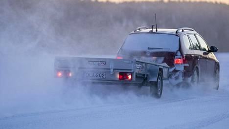 Moottorin tänään keskiviikkona ilmestyneessä numerossa julkaistu testi pureutuu kevytperävaunujen rengastukseen.