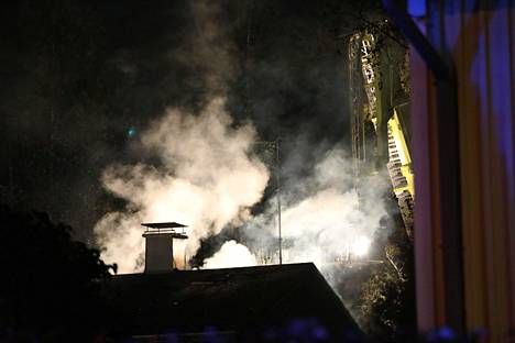 Ensimmäinen palo aiheutti mittavat vahingot omakotitaloon.