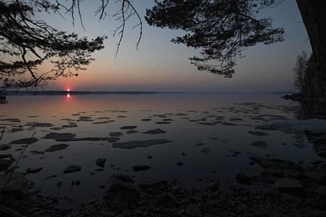 Jäidenlähtöä Näsinselällä Lapinniemessä.