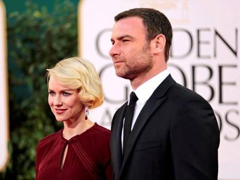 Naomi Watts ja Liev Schreiber kuvattiin Golden Globe -gaalassa vuonna 2013.