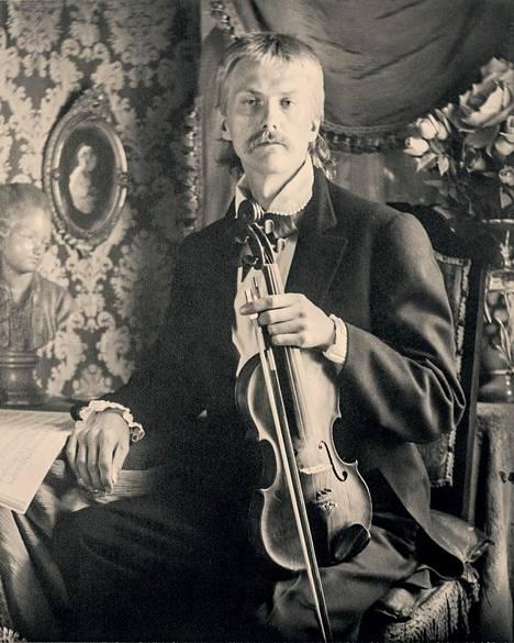 Kuvan muusikon Lady puki venäläiseksi viulistiksi.
