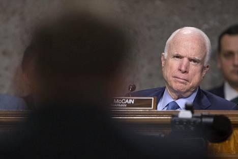 Republikaanisenaattori John McCainin mukaan päätös erottaa FBI:n johtaja vain alleviivaa, kuinka kiireellinen tarve on perustaa kongressin komitea, joka tutkii, puuttuiko Venäjä Yhdysvaltain vaaleihin vuonna 2016.