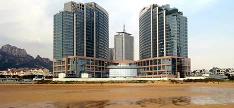 Tämän piti olla Hyatt Regency hotelli. Takaa näkyy Qingdaon oikeustalo.