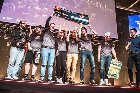 Fnatic juhli kotiyleisön edessä toista DreamHack Open -turnausvoittoaan.