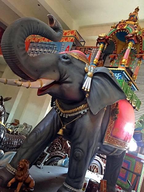 Goan vuotta värittävät lukuisat hindujen, muslimien ja katolisten uskonnolliset juhlat kulkueineen, ilotulituksineen ja koristeineen. Kun yksi juhla loppuu, toinen alkaa.
