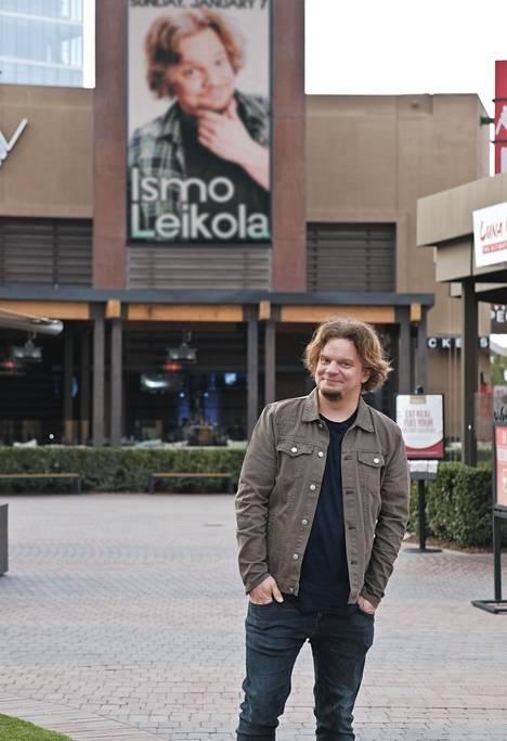 """Ismo Leikola heittää Yhdysvalloissa niin kutsuttuja """"headliner""""-keikkoja, mikä tarkoittaa sitä, että hän on illan pääesiintyjä ja ennen häntä esiintyy muutama lämppäri. Kuva Kaliforniasta vuodelta 2018."""