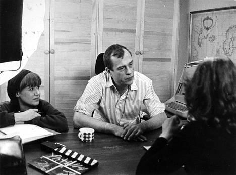 Vuonna 1983 Donner näytteli kirjailijaa elokuvassa Regina ja miehet.
