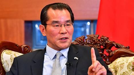 Kiinan Ruotsin-suurlähettiläs Gui Congyou puhui lehdistölle Tukholmassa perjantaina.