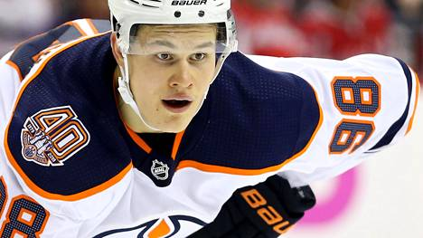 Jesse Puljujärvi palasi AHL-kaukaloihin – pudotti hanskat heti