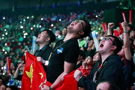 Tässä vaiheessa peli näytti vielä hyvältä kiinalaisen PSG.LGD:n kannalta. Fanit kannustavat joukkuettaan villisti.