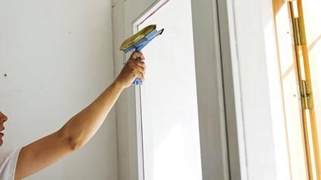 Jääkö ikkinoihin raitoja, vaikka peset ikkunat ohjeiden mukaan? Ammattilainen kertoo, miten pääset niistä eroon.