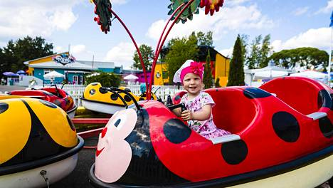 Viime kesänä Särkänniemen riemuista kävi nauttimassa muun muassa kaksivuotias Stella Samalov.