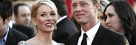 Christina Applegate ja Martyn Lenoble menivät kihloihin.
