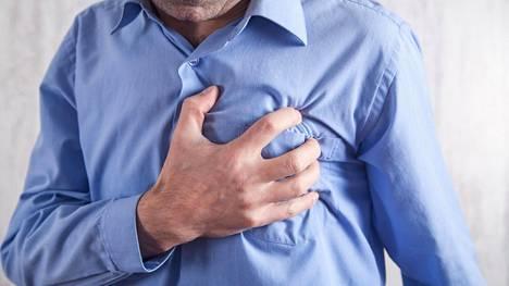 Kylmyys supistaa verisuonia, mikä nostaa verenpainetta ja altistaa sydänoireille.