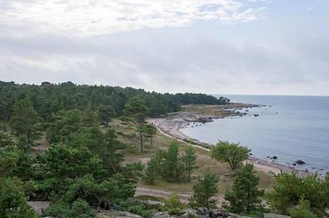 Örön linnakesaari sijaitsee Saaristomeren kansallispuistossa. Saaren luonto on upea.