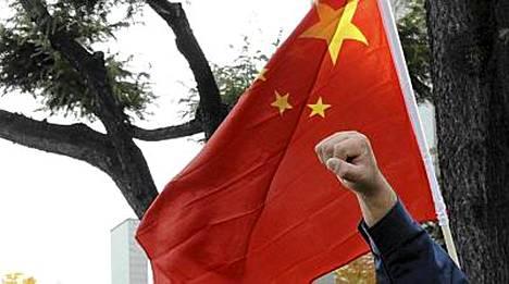 Kiina suuttui Nobelin rauhanpalkinnon saajan valinnasta ja varoitti muita maita osallistumasta juhlaan.