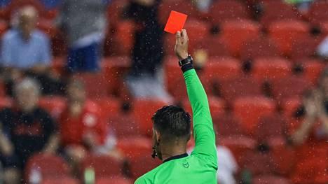 Raschid Arsanukaevin sikailu poiki punaisen kortin ja pitkän pelikiellon.