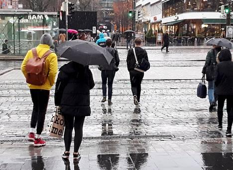 Helsingissä satoi räntää sunnuntaina. Luntakin on luvassa pian.