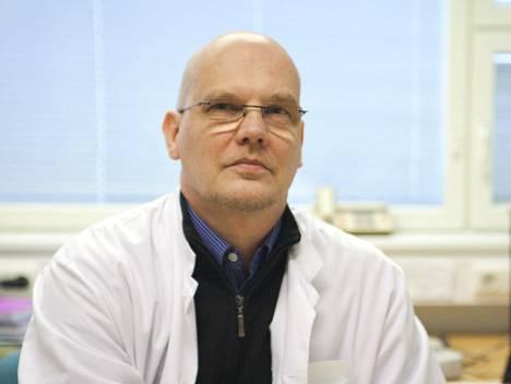 Turun yliopistollisen keskussairaalan (TYKS) infektioylilääkäri Esa Rintala sanoo kurkkukivun olevan yksi koronan yleisimmistä oireista.