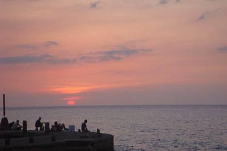 Rauhan maisema. Seikkailunhaluinen kirjailija Ernest Hemingway osti itselleen hiljentymispaikan Havannan liepeiltä Vuionna 1939.