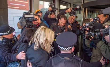 Brittimedia seurasi herkeämättä Flackin oikeudenkäyntiä.