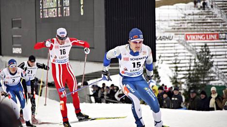 Hiihdon tulevaisuudesta on heitetty ilmoille mielenkiintoinen ehdotus. Olympiavoittaja ja tv-kasvo Sami Jauhojärvi, 40, ottaa kantaa. Arkistokuvassa (etuala) Jauhojärvi hiihtää Lahdessa 2008.