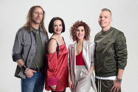 Elastinen tuomaroi uutta Idolsia yhdesäs Jone Nikulan, Maija Vilkkumaan ja Jannika B:n kanssa.
