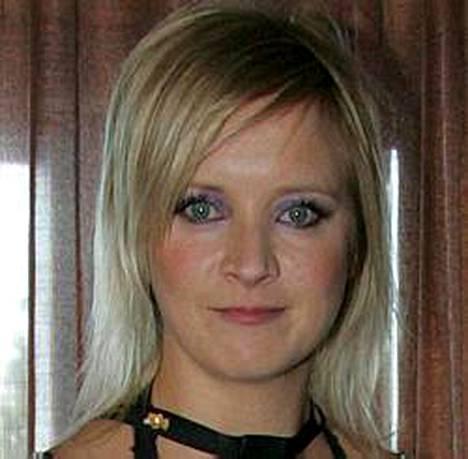 Jonna Tervomaa odottaa esikoistaan muusikkopuolisonsa Jani Ketosen kanssa.