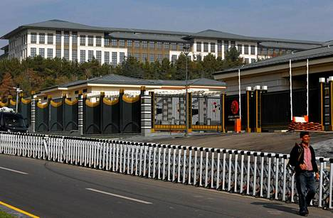 Uudessa presidentinpalatsissa sanotaan olevan tuhat huonetta.