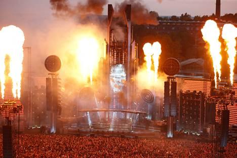 Tältä näytti Rammsteinin valtava show Tampereella perjantaina.