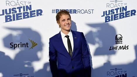 2015: Justin on tähän mennessä nuorin Roast-ohjelman päähenkilö. Hän oli julkkisten pilkattavana maaliskuussa.