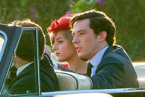 The Crown -sarjassa Dianan ja Charlesin rooleissa nähdään Emma Corrin ja Josh O'Connor. Sarjan neljättä kautta kuvataan parhaillaan.